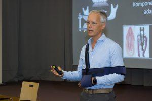 Prof. DDr. Werner präsentierte Trefoil™, das innovative Konzept der UK-Sofortversorgung bei versagender Restbezahnung bzw. für den zahnlosen Unterkiefer.