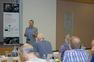 """Diplom-Psychologe Martin Simmel präsentierte die Ergebnisse der von Nobel Biocare beauftragten Patientenstudie """"Wir verstehen Patienten""""."""