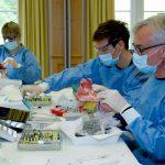 Parallel zum Hauptprogramm: Im Hands-on Praxisteil kamen das Knochenersatzmaterial creos xenogain und die Kollagenmembran creos xenoprotect zum Einsatz.