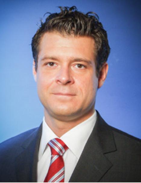 Henrik Opelz (Senior Global Product Manager Regenerative Solutions, Nobel Biocare)
