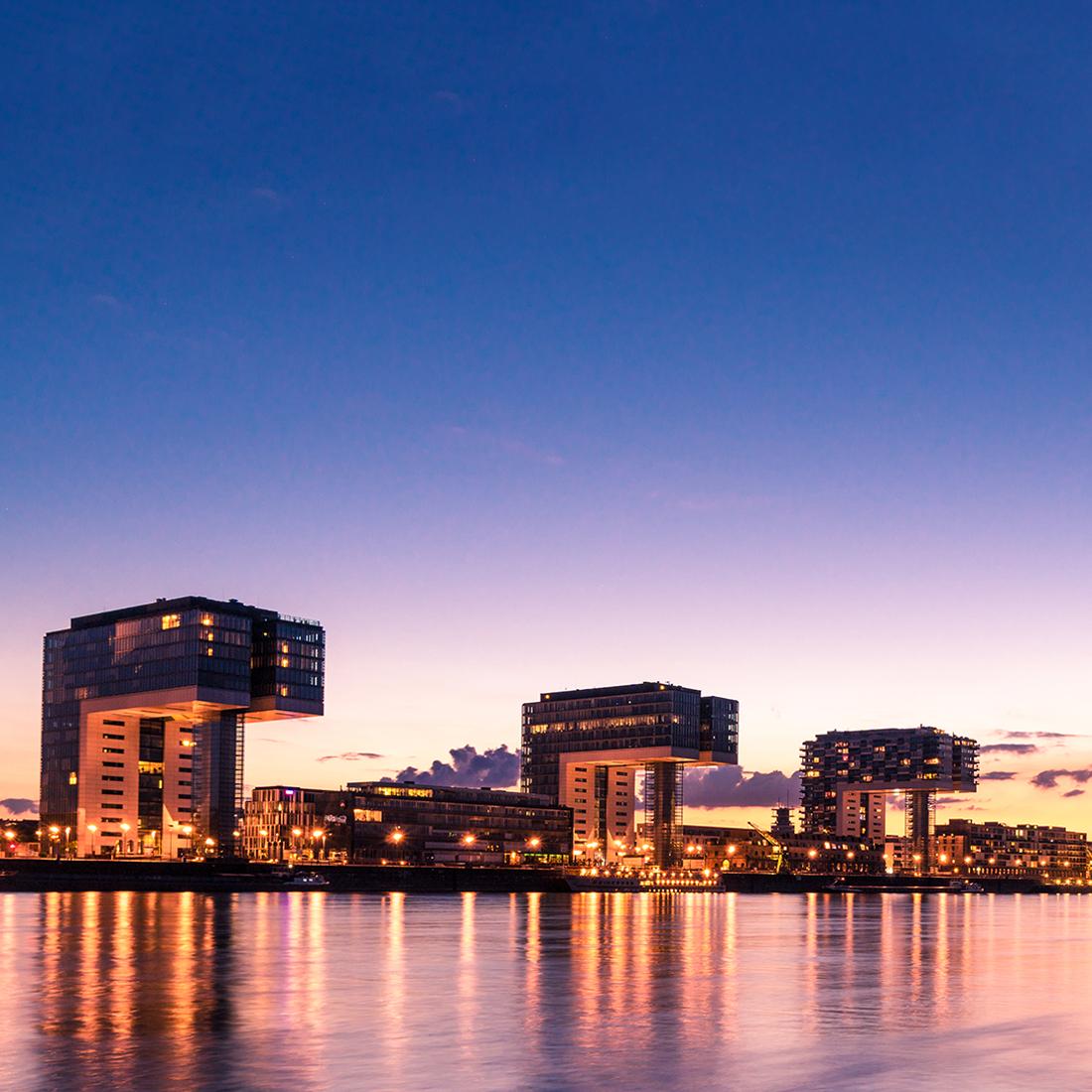 Das Dental Experience Center befindet sich in den prestigeträchtigen Kranhäusern im Herzen des Kölner Rheinauhafens